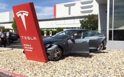 Brand New Tesla Model S Partially Wrecked Before Even Leaving the Dealership