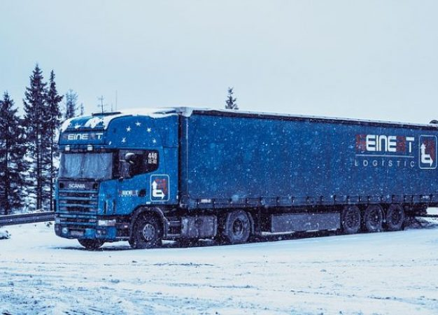 Best Accessories for your Semi Truck in the Winters